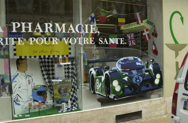 During race week the whole city of Le Mans joins in – and many shop windows are decorated. There is even a prize for the shopkeeper with the best display.